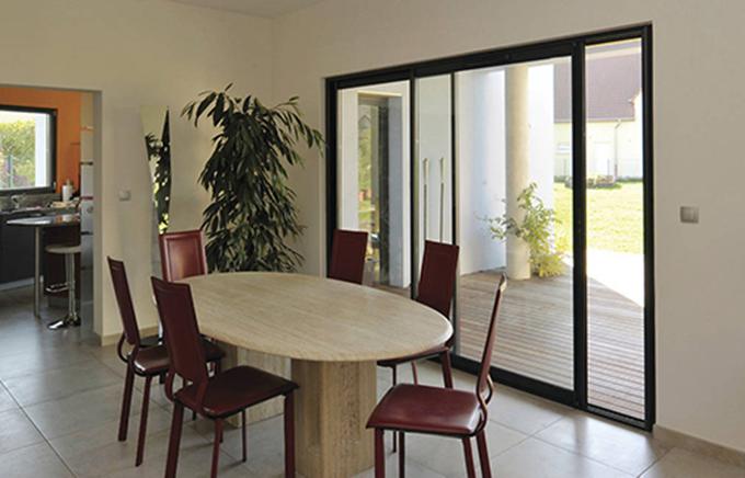 Baie ou porte fenêtre coulissante Tryba : qualité et beauté